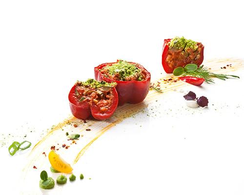Gefüllte Paprika mit Kräuter-Oliven-Crumble