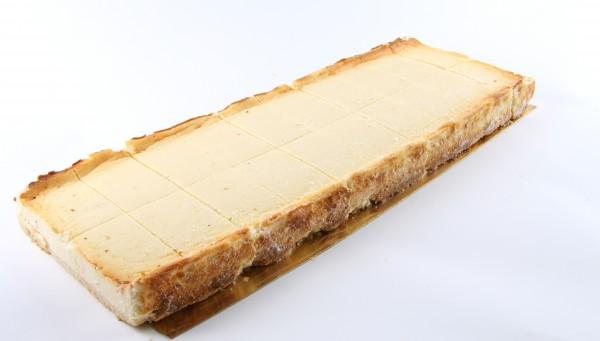 Omas Käse-Blechkuchen geschnitten
