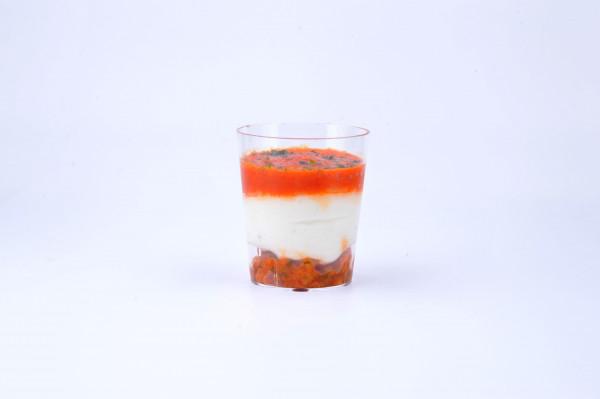 Ziegenkäse-Peperoni und eingelegte Tomate