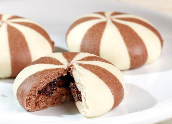 Mini Kaiser-Germknödel, zweifarbig, mit Schokoladencreme Premium Line