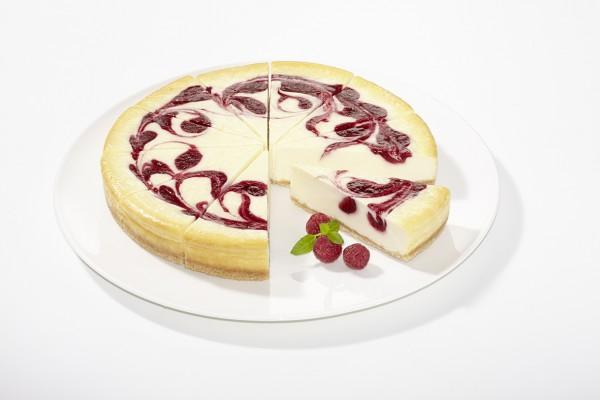 Himbeer-Cheese-Cake geschnitten