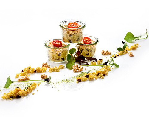 Couscous-Salat mit Berberitzen und Mandeln im Weckglas
