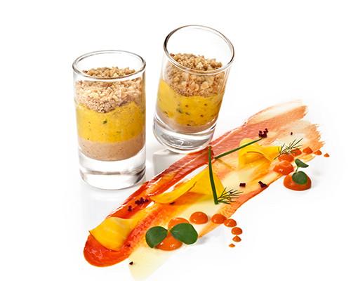 Curryhühnchensalat mit Erdnussmousse im Island-Glas