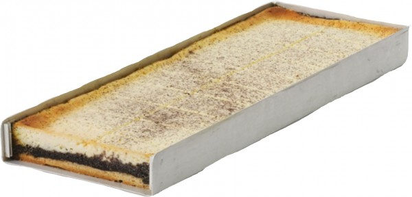 Käse-Mohn-Blechkuchen geschnitten