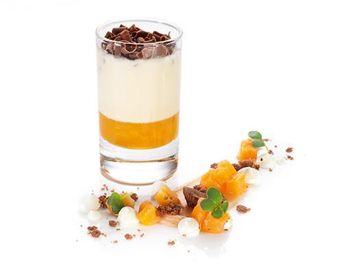 Mascarponecreme und Aprikosenragout im Island-Glas