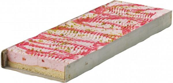 Erdbeer-Sahne-Schnitte geschnitten
