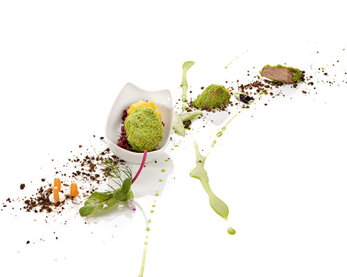 Schweinebäckchen auf Rotkohl und Karotten-Thymian-Mousse