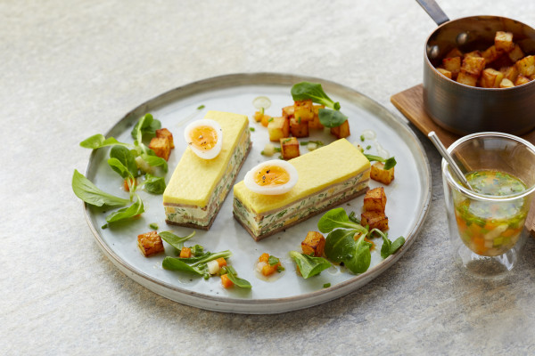 Kräutercrème mit Tafelspitz und Senftopping